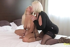 Mature photographer seduces young blonde on lesbian